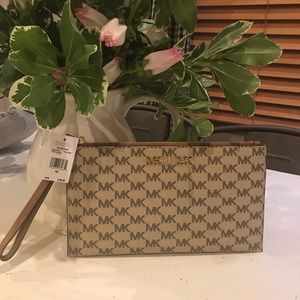 NWT Michael kors jet set large zip clutch